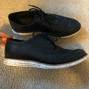 Beautiful Leather COLE HAAN laced loafers!